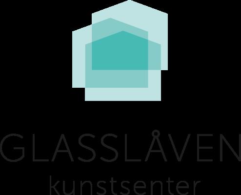 Logoelementet består av tre «glasslåver», som symboliserer de tre delene av kunstsenteret består av; galleriet, glasshytta og verksteder.